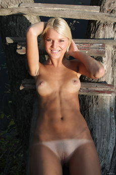 Tanned Blonde Cutie Snezhana Nude Bald Teen Pussy Outdoors Tease - Picture 16