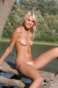 Tanned Blonde Cutie Snezhana Nude Bald Teen Pussy Outdoors Tease - Picture 11
